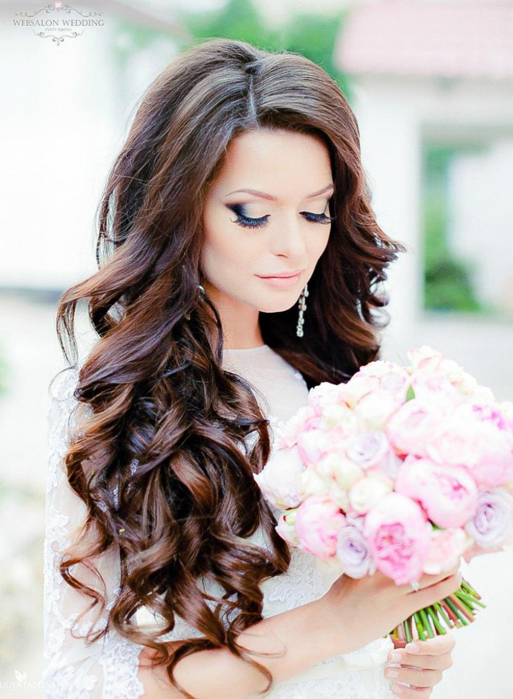 Частное фото брюнеток с густыми длинными красивыми волосами